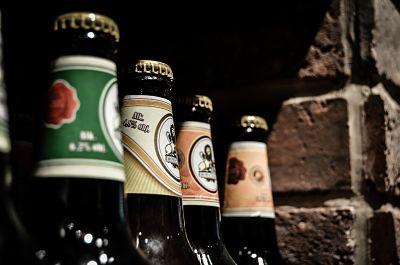 botellas de cerveza artesana industrial